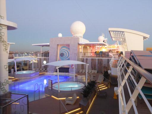 Bild: Mein Schiff 6 - der große Pool
