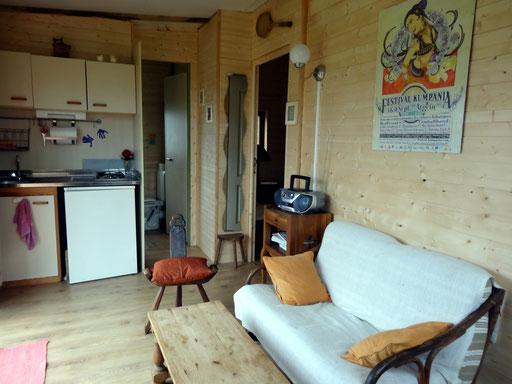 petit salon et coin cuisine