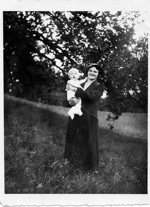 Erna Felgentreu und Manfred Katterwe 5 Monate alt