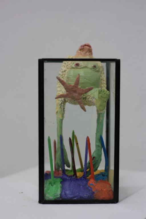 Philipp Kummer | o.T. | 2015 | Kunststoff/Ölfarbe/Glaskubus | ca. 20 x 12 x 11 cm