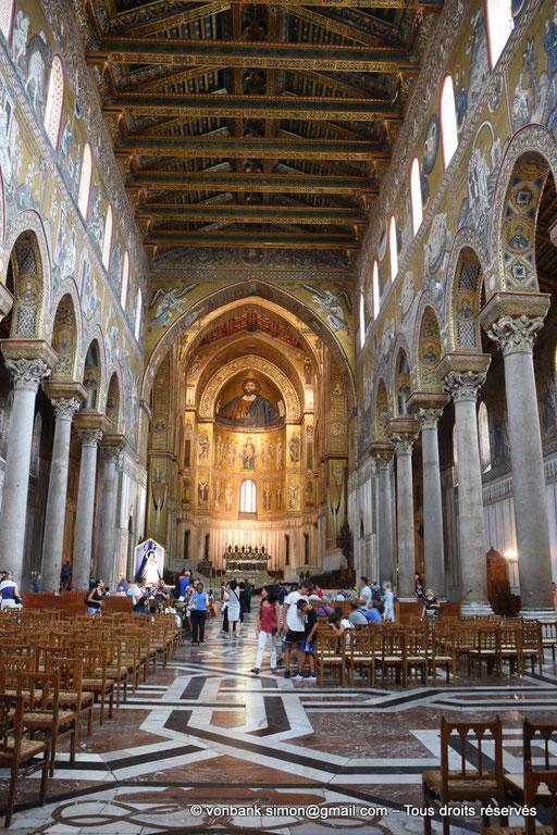 [NU906-2019-1693] Santa Maria Nuova (Monreale) : Pavement de la nef recouvert de marbre (XVI°) - Christ-Pantokrator (abside centrale)