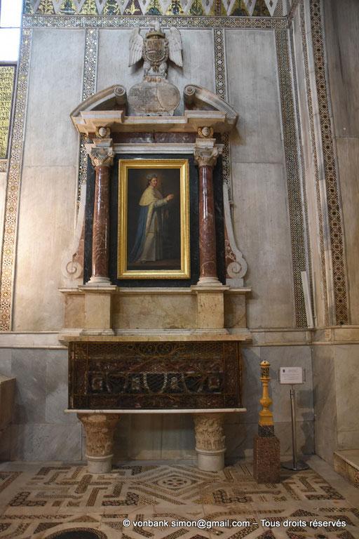 [NU906-2019-1720] Santa Maria Nuova (Monreale) : Autel-monument de Saint Louis, roi de France, où sont déposés quelques reliques du Saint (Transept Nord)