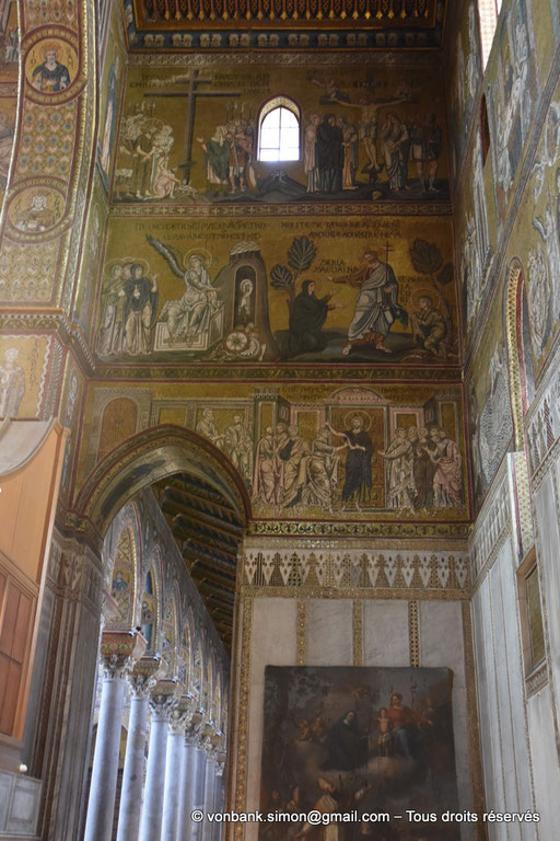 [NU906-2019-1721] Santa Maria Nuova (Monreale) : Jésus au pied de la croix, la crucifixion, les saintes femmes au sépulcre, Jésus apparaît à Marie et Madeleine, l'incrédulité de Thomas (Transept Nord) - En arrière-plan, colonnes de la nef latérale Nord