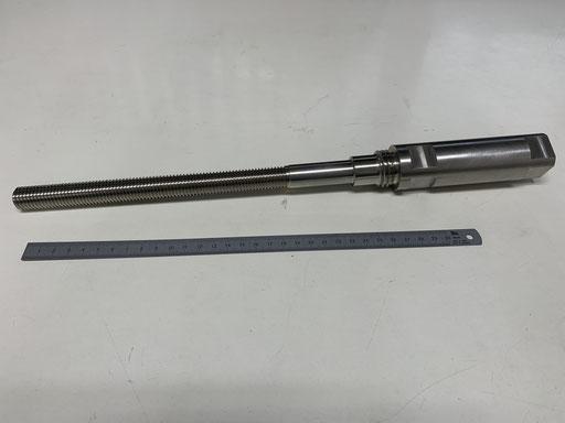SUS304  ネジ長物です。 マシニングセンタで追加工もしてます。