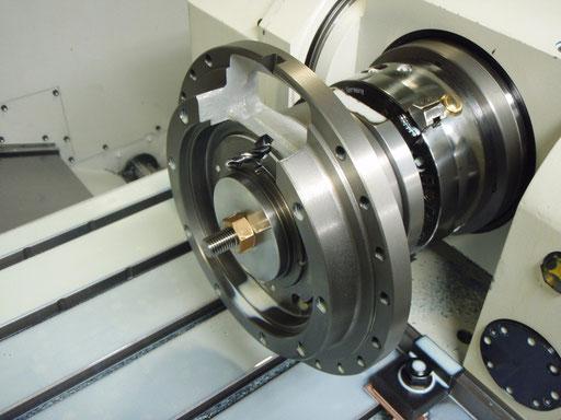 FC材 鋳物です。マシニングセンタでの加工途中の画像です。