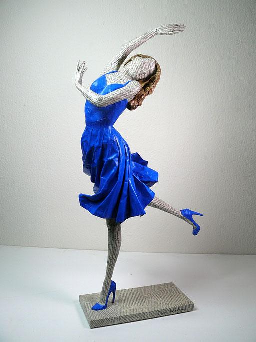 Elena Lichtsteiner: Tänzerin in Blau (2019; ca. 75 cm)