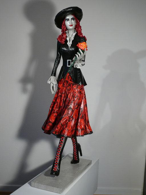 Elena Lichtsteiner, Skulpturen: A rose is a rose is a rose (2015, 120 cm)