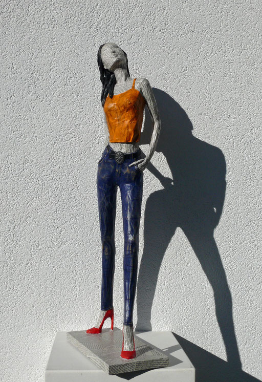 Elena Lichtsteiner: Mädchen in Jeans (2017; ca. 70 cm)