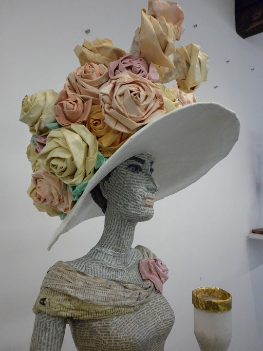 Elena Lichtsteiner, Skulpturen: Lady Rose in Ascot (2012, Detail)