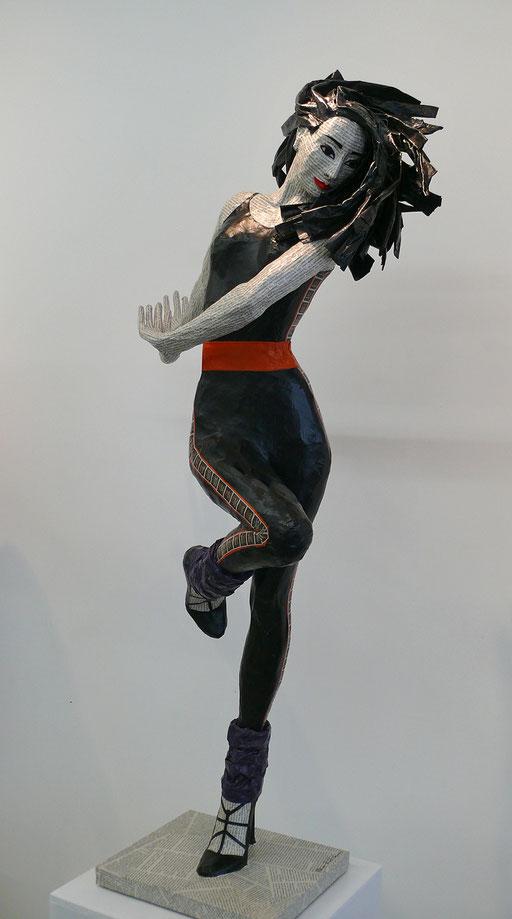 Elena Lichtsteiner, Sklupturen: Grosses Kino (2017, ca. 120 cm)