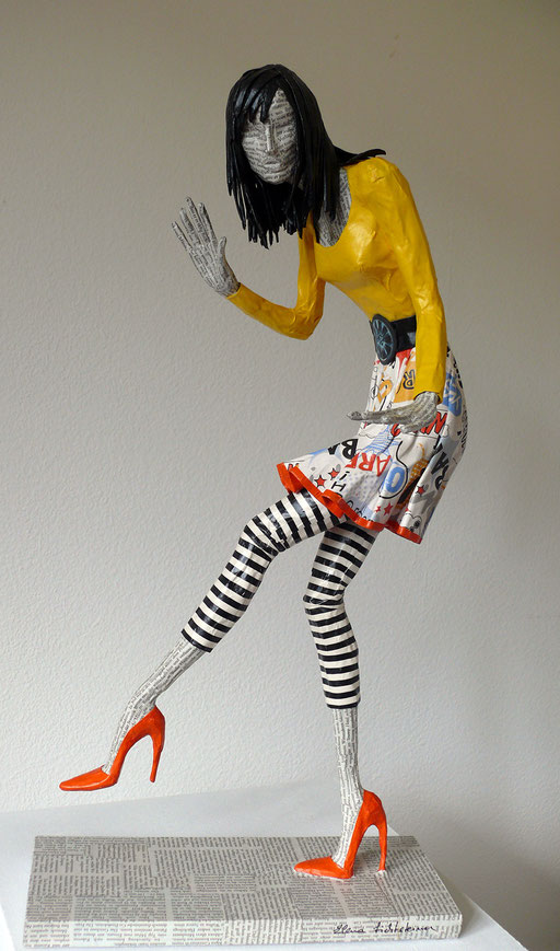 Elena Lichtsteiner, Skulpturen: Auf leisen Sohlen (2017, 70 cm)