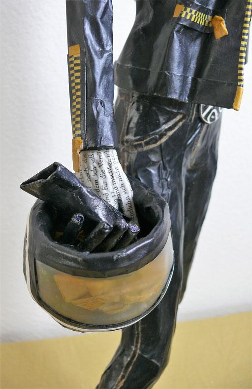 Elena Lichtsteiner, Skulpturen: Bikerlady (2019; ca. 75 cm; Detail)