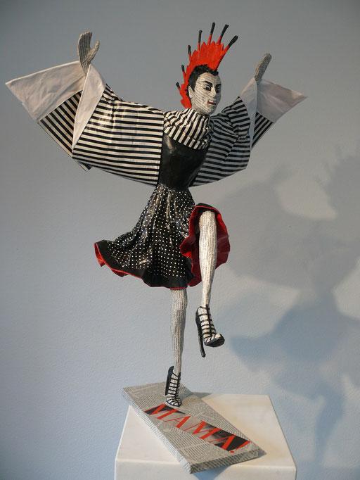 Elena Lichtsteiner, Skulpturen: Vogelmutterfrau (2015, 80 cm)
