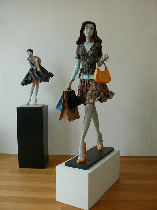 Elena Lichtsteiner, Skulpturen: Donna goes shopping (2014, 120 cm)