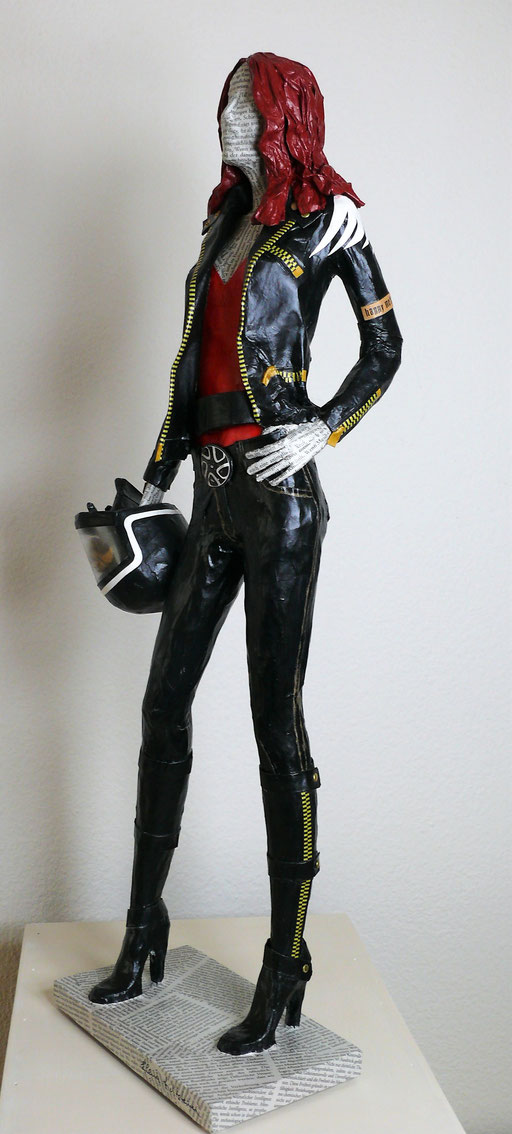 Elena Lichtsteiner, Skulpturen: Bikerlady (2019; ca. 75 cm)
