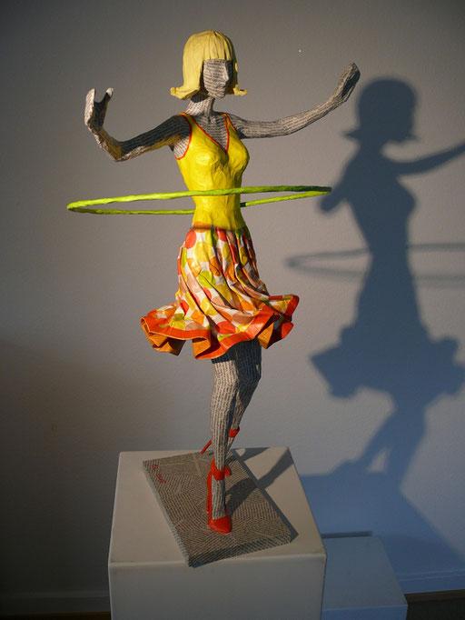 Elena Lichtsteiner, Skulpturen: Hulahoop (2014, 70 cm)