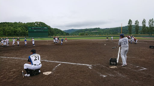 ポジションごとに元プロ野球OBが3日間指導します。