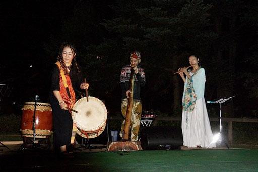 和太鼓、鼎、篠笛の演奏