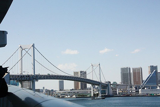 橋のカーブが美しい