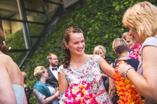 Hochzeitsplanerin überrascht die Gäste