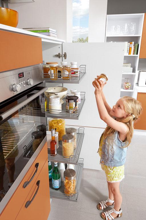 Küchenschränke mit integrierten Körben zum herausziehen