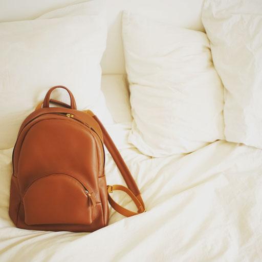 Sac à dos en cuir label fabriqué à Paris, Saule Paris. Leather backpack made in Paris.