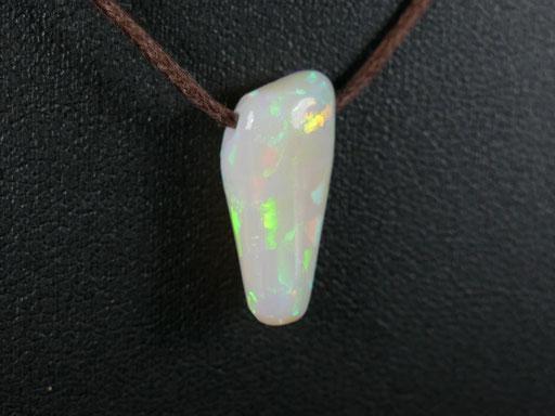 Opale noble de Welo en Ethiopie polie pour pendentif