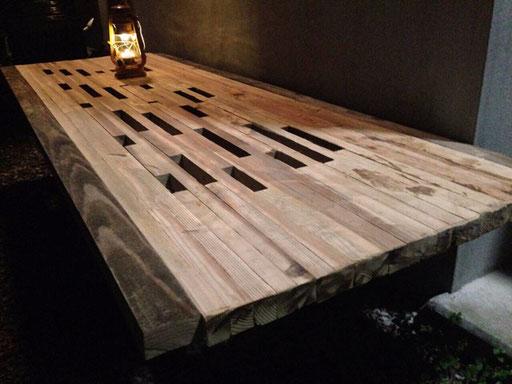 森のダイニングコトリダイニング コトリガーデンアヤ 廃材テーブル