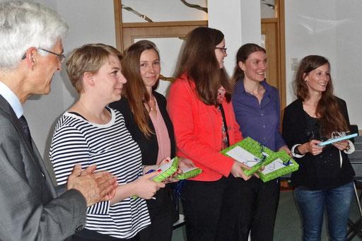 Für herausragende Gesamtergebnisse wurden Anne Krull (von links), Monika Burzik, Martina Stallmann, Heike Walker und Sinah Behrends ausgezeichnet. Foto: Ulrichs