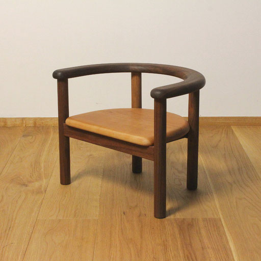 U字の子供椅子(ウォールナット)