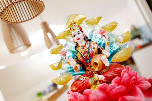 Iyengar Yoga bewegt, Laxmi