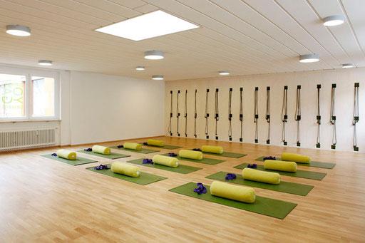 Iyengar Yoga Schule, Matten, Polster, Gurte, Hilfsmittel