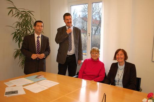 Teichgrund in Leopoldsdorf mit Sommerhaus Ein schwererAbschied von langjährigem Familienbesitz! Der Kaufpreis von rund 300.000.- Euro macht´s leichter.