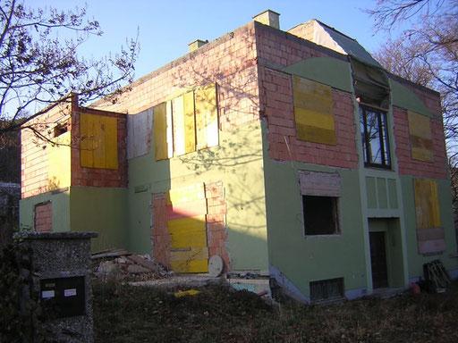 Rohbau in Mödling Topadresse an der goldenen Stiege: Wohnfläche 300m2, Grundfläche 1000m2 Gelistet im Jänner, verkauft im Februar Kaufpreis: 500.000.- Euro