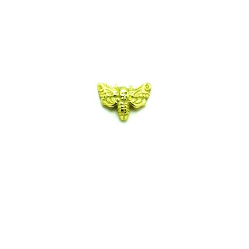 moth:日本名:メンガタスズメ。別名:ドクロ蛾。羊たちの沈黙で知られる、背面がドクロに似た模様を持つ蛾がモチーフのピンズ。