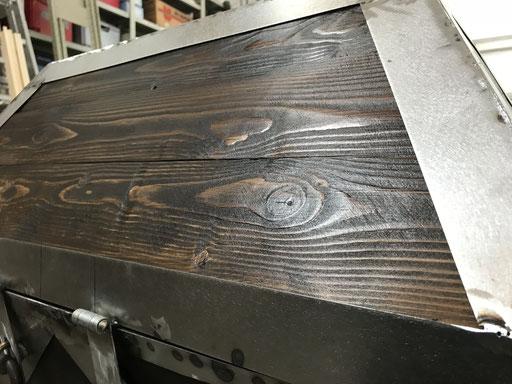 Colorieren und Einpassen der Holzbretter