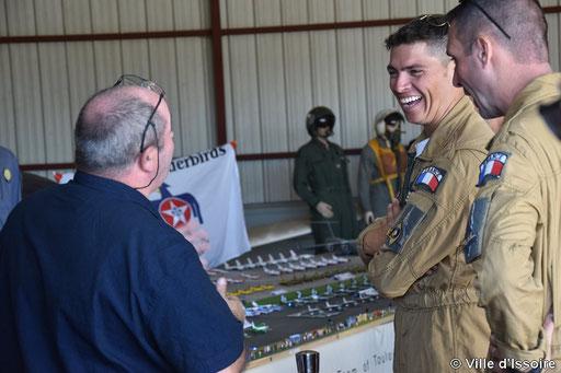 Grande discusion  avec les pilotes du Rafale sur leurs avions 1/72
