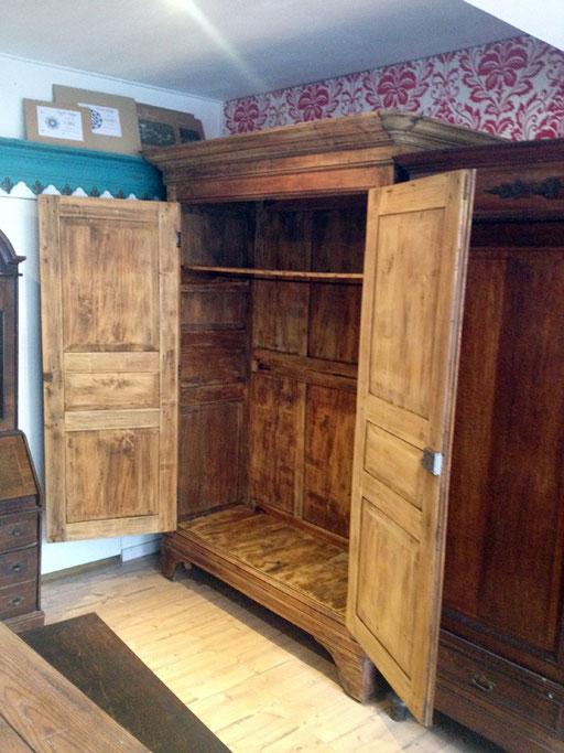gebrauchte Möbel von Nouvelle-Antique Aachen