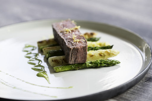 Trend Studio & Loft Flank Steak, Spargel, Bernaise