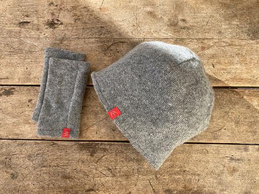 Set aus Schurwolle in grau: Mütze und Pulswärmer | Mütze 26,00 Euro, Pulswärmer 22,00 Euro