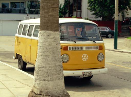 Alte VW Bullis stehen hier an fast jeder Ecke