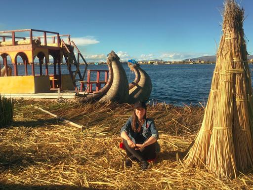 Mein Erinnerungsfoto mit einem typischen Schilfboot vom Titicacasee