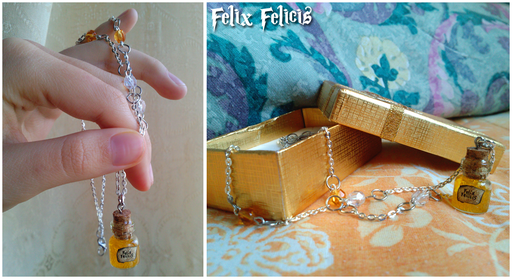 Collana Felix Felicis, nuova versione. Boccetta in vetro, ciondolo alto -con il tappo- 2,2 cm.  8*