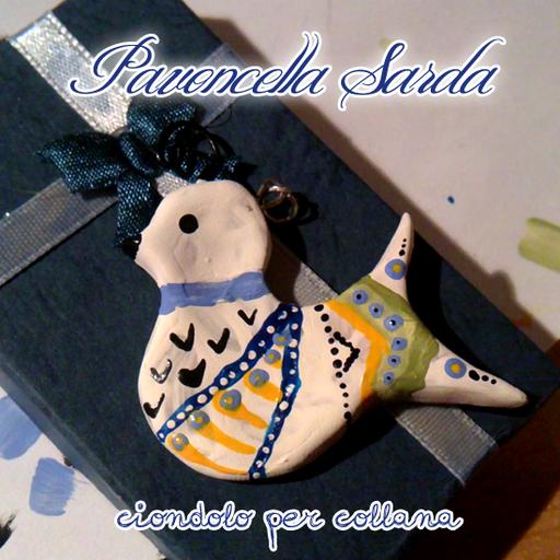 Ciondolo (catenina non inclusa) rappresentante la Pavoncella Sarda, un simbolo dell'isola. Dipinto a mano con acrilici. 12€ (Per gli orecchini in coordinato vai nella sezione 'Orecchini'!)