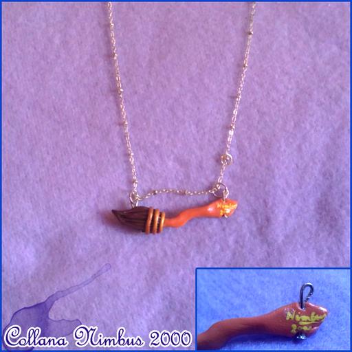Collana ispirata ad Harry Potter, rappresentante la scopa Nimbus 2000. Lunga circa 4 cm, interamente fatta a mano e con un'anima in ferro interna per non spezzarsi. - 8*
