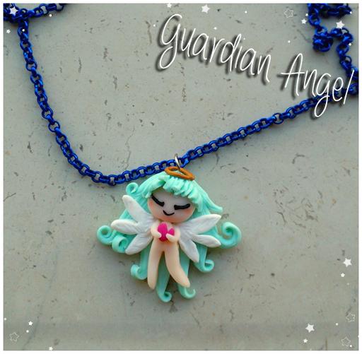 Collana 'Guardian Angel'; il ciondolo è alto 3cm e completamente fatto a mano. 14*