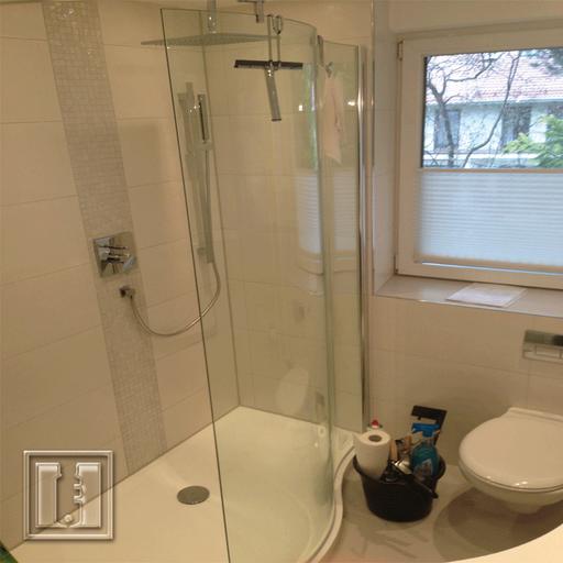 Dusche mit gebogenes Sicherheitsglas / Referenz: Privathaushalt München / Glaserei Fischbach