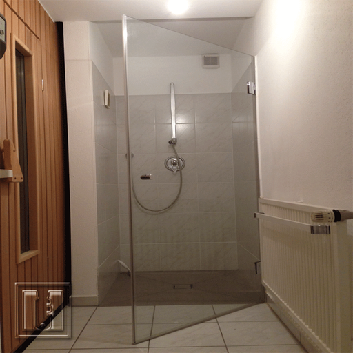 Duschtüre neben Sauna / Referenz: Privathaushalt München umgebung / Glaserei Fischbach