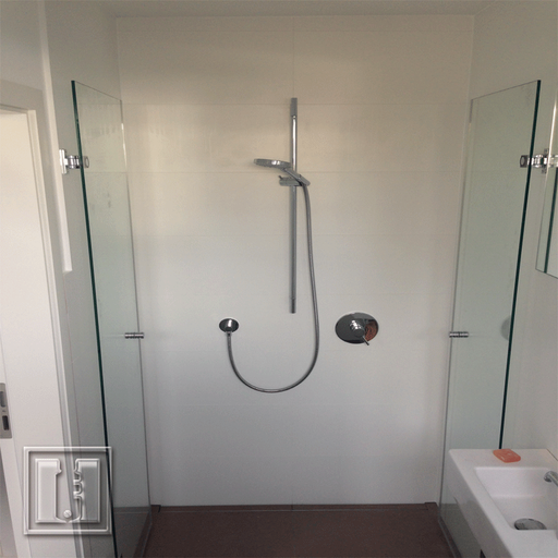 Design Dusche mit zwei Türen und Beschichtung / Referenz: Privathaushalt München umgebung / Glaserei Fischbach