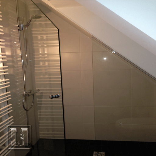 Dusche für Dachschräge / Referenz: Privathaushalt München / Glaserei Fischbach